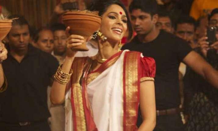 mallika seeks durga blessings for perfect bride