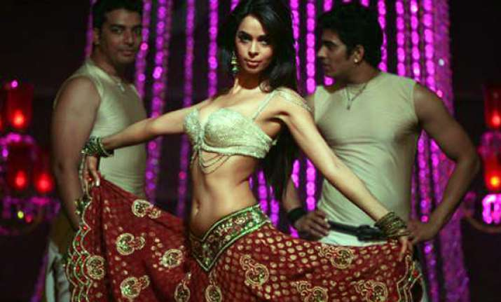 mallika to do sexy thumkas as bar dancer sachiin plays the