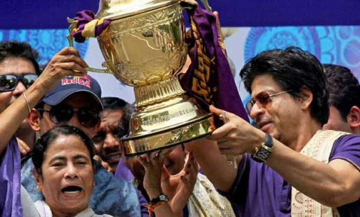 mamata banerjee to felicitate kkr on their win shah rukh to