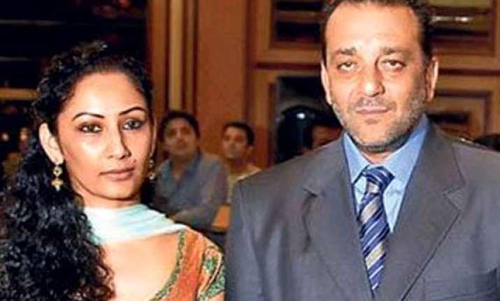 manyata fails to meet sanjay dutt on his birthday