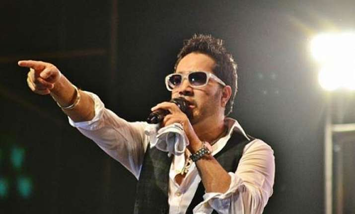 mika singh performs with talent hunt winner