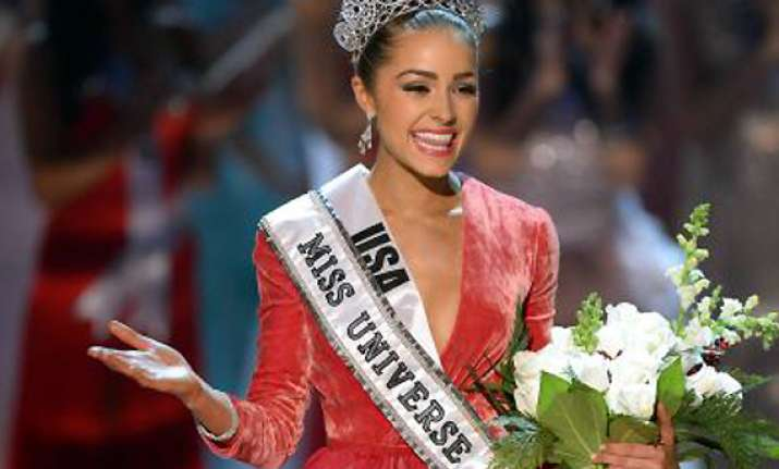 miss universe culpo keen to enter bollywood