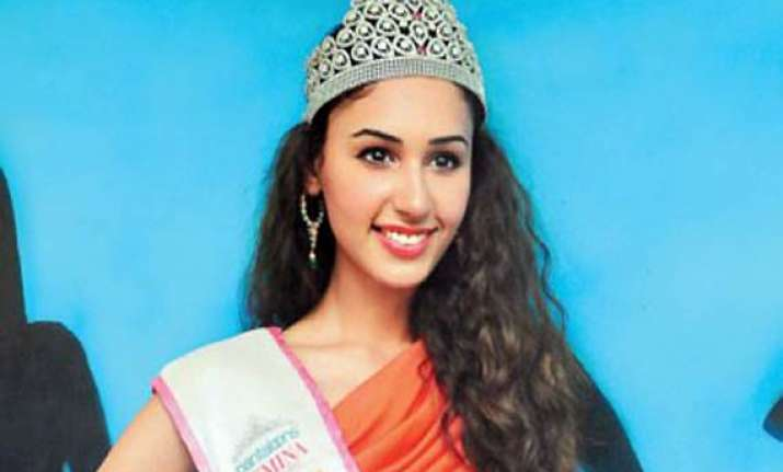 miss india earth harleen kaur detained at airport with rs