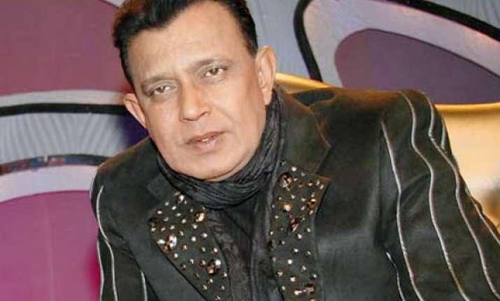mithun chakraborty to mark tamil debut with yagavarayinum