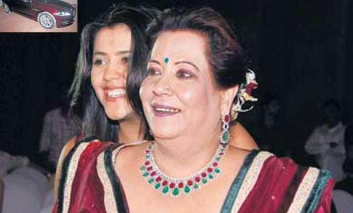 mom gifts ekta a jaguar xjr sedan