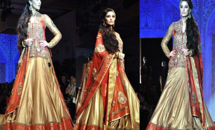 india bridal fashion week nargis fakhri walks for ashima