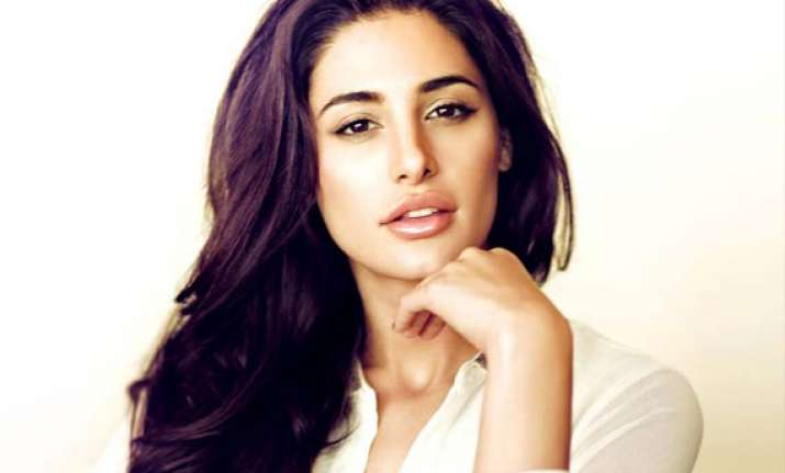 nargis fakhri rubbishes reports of shooting with jude law