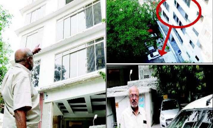 narrow escape for shyam benegal building glass panes crash