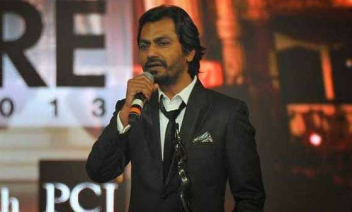 nawazuddin siddiqui re visits theatre days with ghoomketu