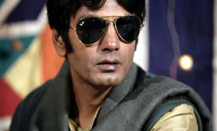 nawazuddin to work under brother s direction