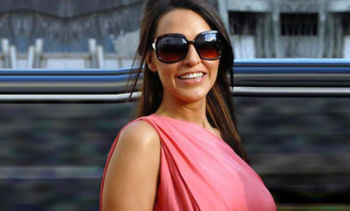 neha dhupia keen to work with rituparno ghosh