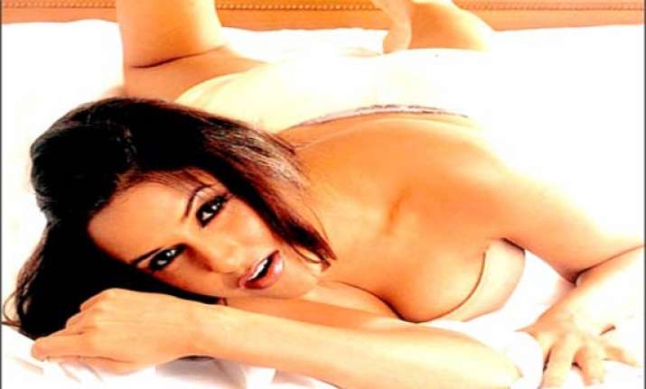 neha dhupia may do julie sequel