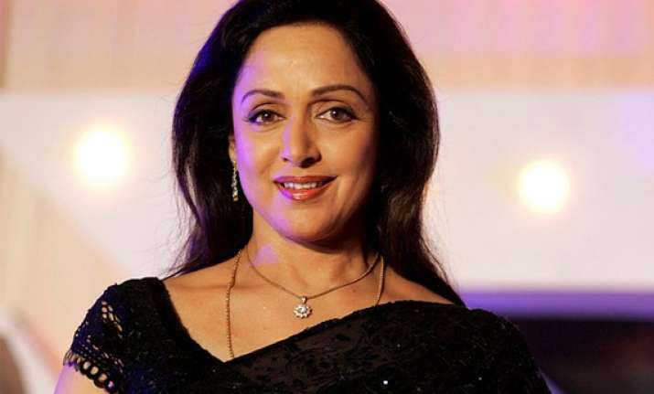no need for big heroines to do item numbers says hema malini