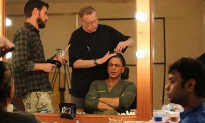 shah rukh gets fan look from oscar winning make up artist