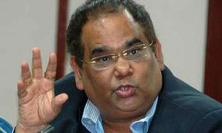 robbery at filmmaker satish kaushik s residence over rs 1