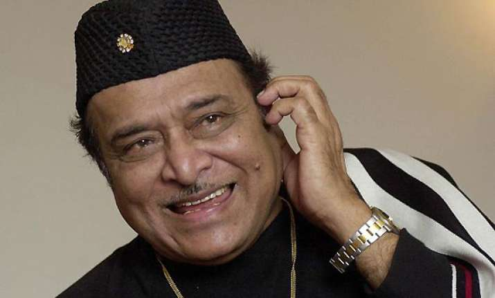 over 5 000 guitarists create record to bhupen hazarika s