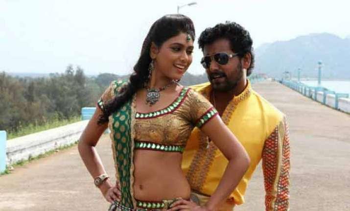 pattaiya kelappanuma pandiya stars mini bus in key role