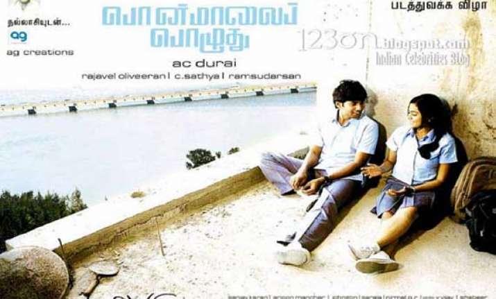 ponmaalai pozhudhu good story bad execution tamil movie