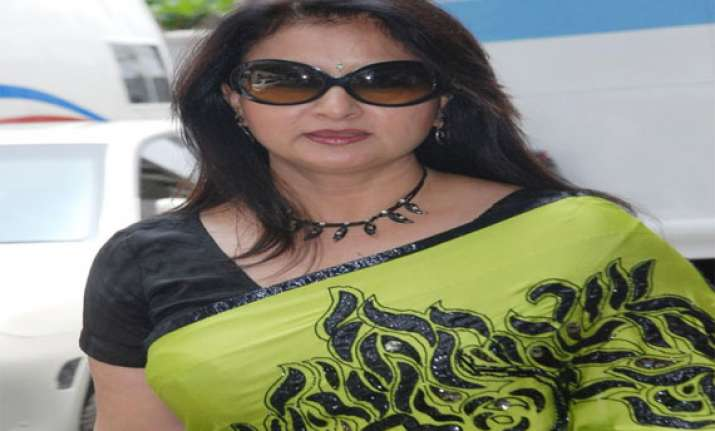 poonam dhillon to turn director