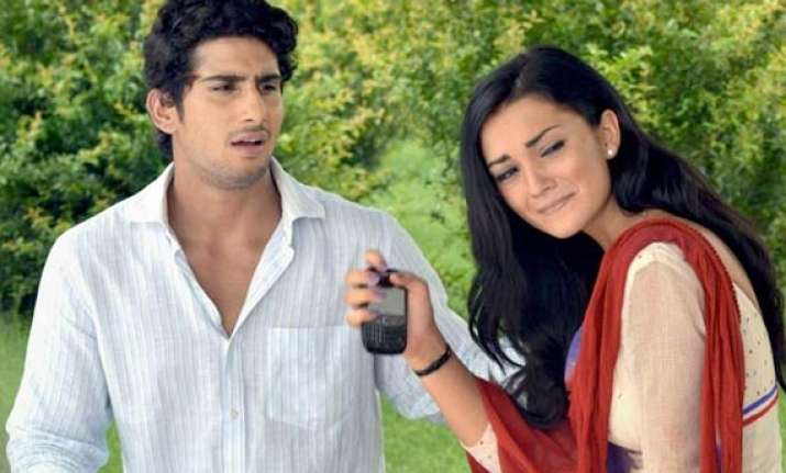 prateik helping amy jackson in bollywood