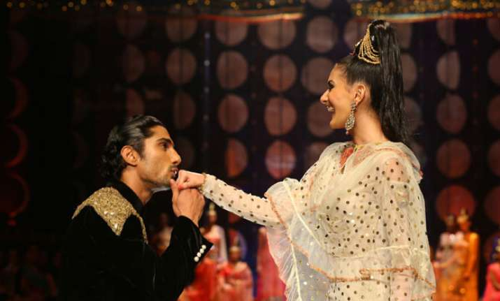 pratiek amyra promote issaq at indian bridal fashion week