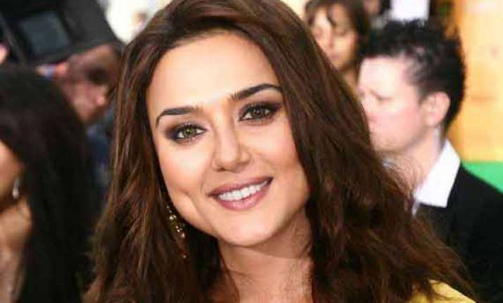 preity zinta rubbishes report says she is not contesting