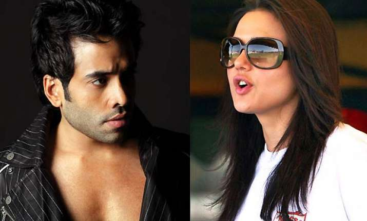 preity demands apology from tusshar kapoor