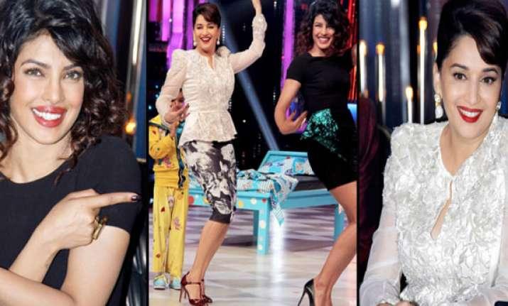 priyanka chopra makes madhuri dixit dance on the sets of