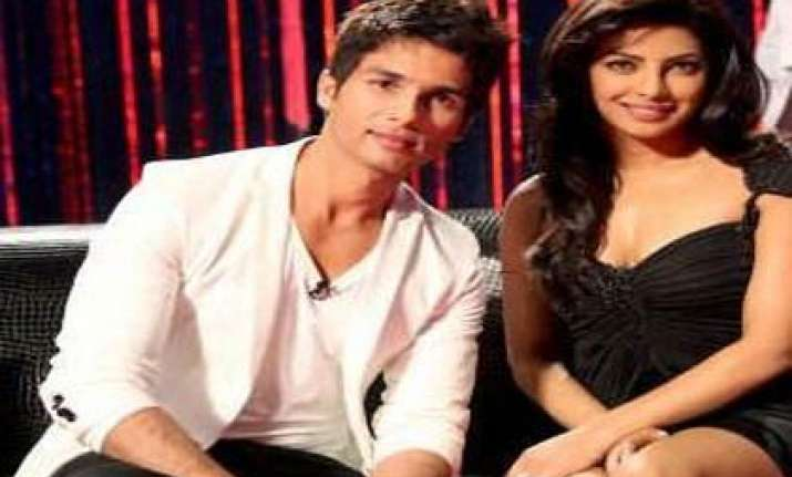 shahid priyanka become anjaana anjaani on v day