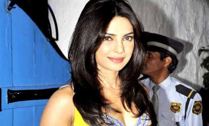 priyanka to pay tribute to rekha in iifa