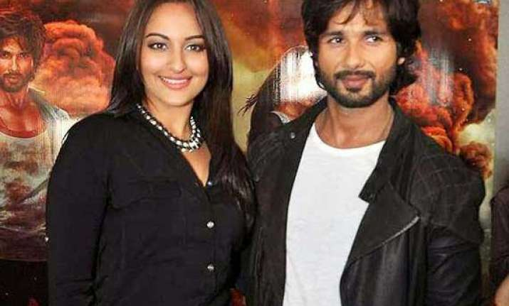 r...rajkumar lead pair shahid sonakshi to miss on sets masti