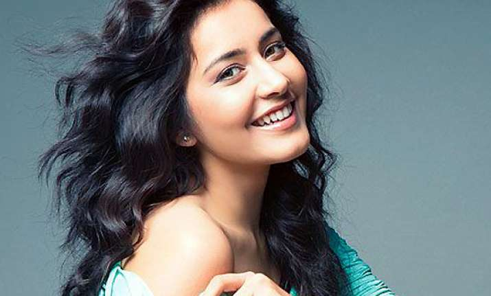 raashi khanna likely to join hamara bajaj cast