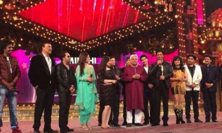 srk farhan akhtar honoured at mirchi music awards view pics