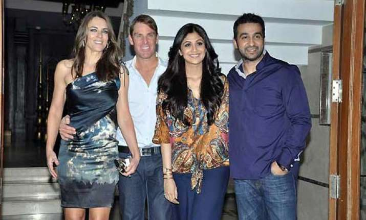 raj shilpa host shane warne liz hurley at dinner