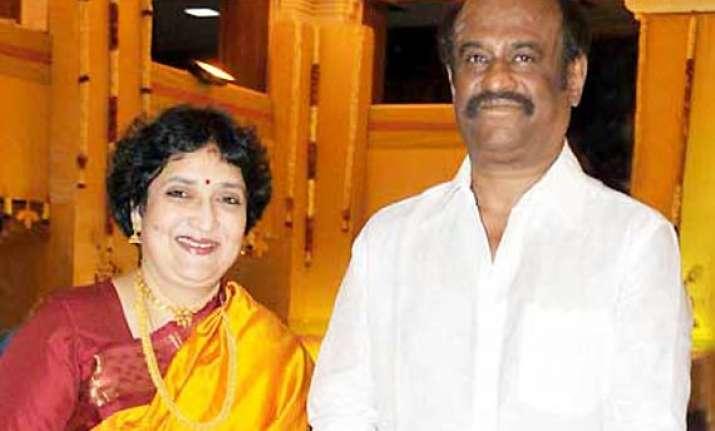 rajinikanth s wife latha sings for daughter soundarya s