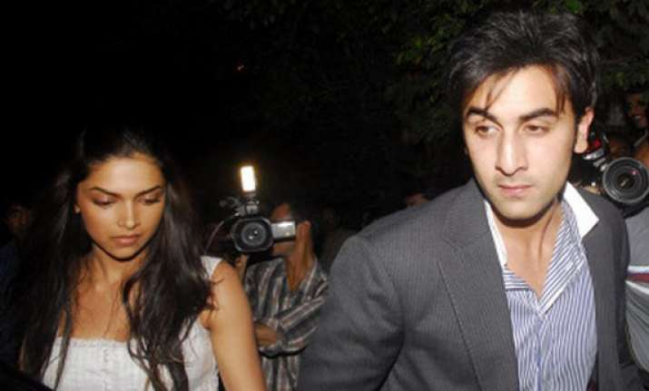 ranbir deepika enjoy italian food in manali cafe