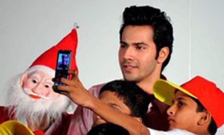 ranbir varun celebrate x mas with cancer struck kids