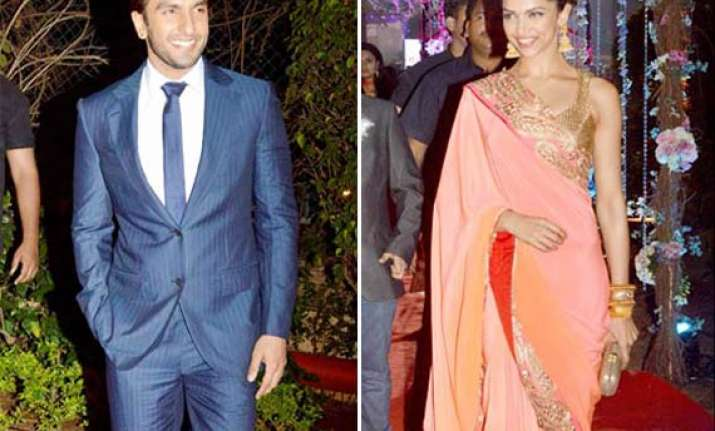 ranveer beats cameraperson for clicking him with deepika