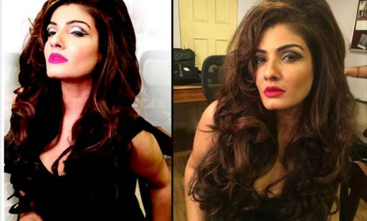 raveena tandon looks seductive as jazz singer in bombay