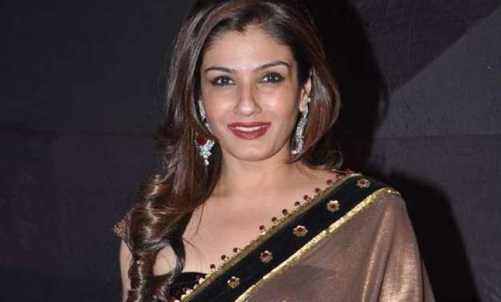 raveena tandon to be the official face of sony pal tv