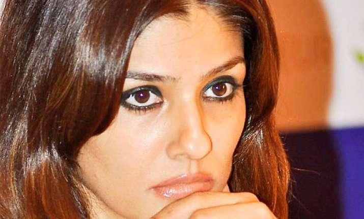 raveena tandon campaigns for naveen jindal