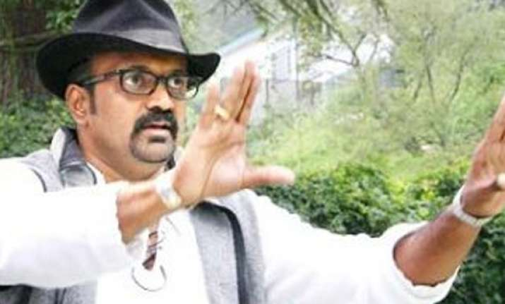 ravi k chandran to debut as director with a tri lingual