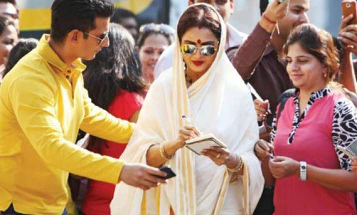 rekha s super nani to clash with srk s happy new year