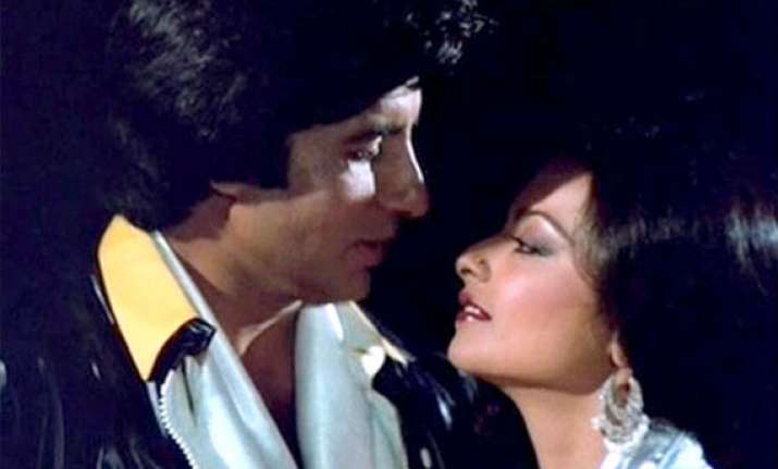rekha s most romantic scenes with amitabh bachchan see rare