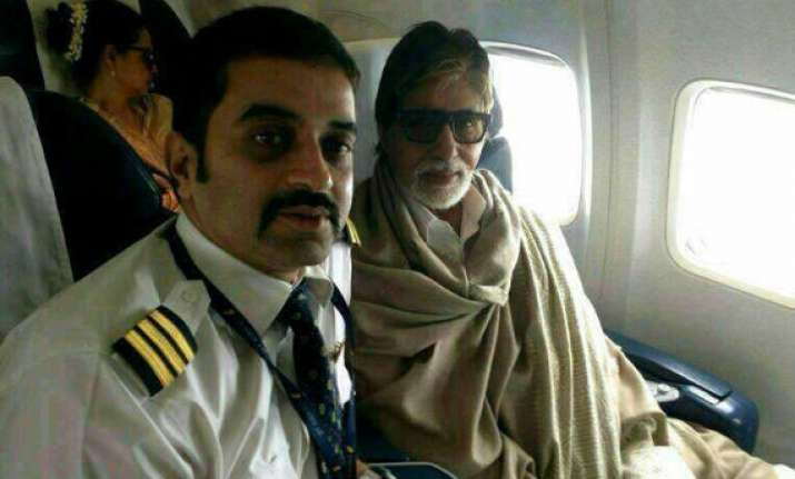 rekha tries to hide herself when caught with amitabh