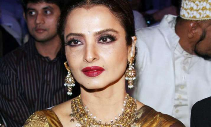 rekha may appear as judge in jhalak dikhhla jaa