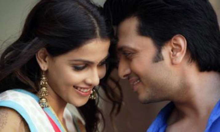 riteish genelia s love story to unfold on stage