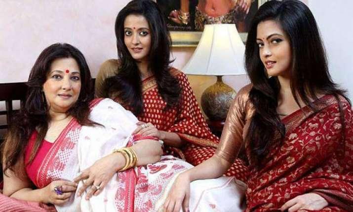 riya raima to join mom moon moon on campaign trailer