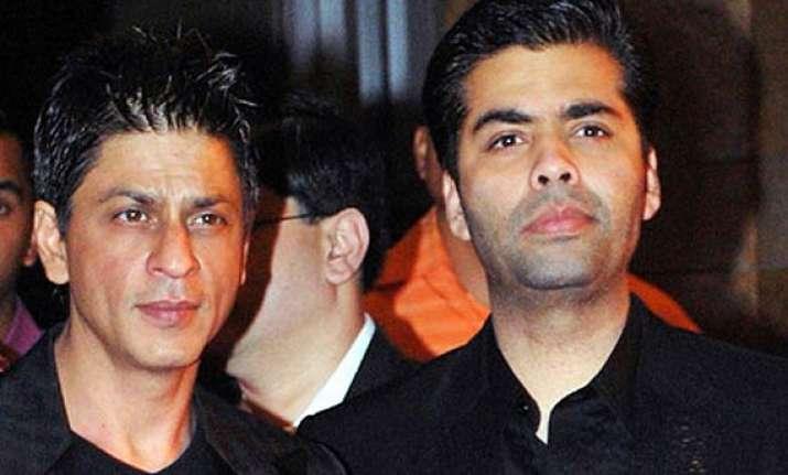 shah rukh makes a secret entry at karan johar s birthday