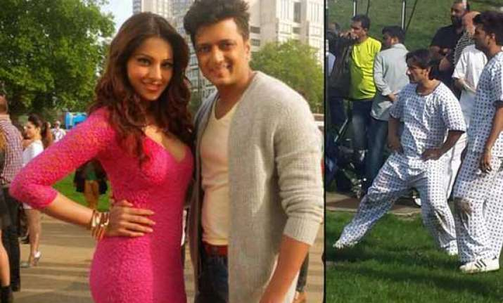 saif riteish bipasha spotted on the sets of humshakal view